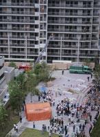 高層マンションの防災訓練 25222011531  写真素材・ストックフォト・画像・イラスト素材 アマナイメージズ