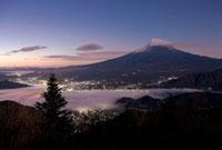 新道峠から望む富士山 25222013213  写真素材・ストックフォト・画像・イラスト素材 アマナイメージズ