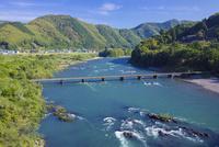 四万十川の中半家沈下橋 25222015168  写真素材・ストックフォト・画像・イラスト素材 アマナイメージズ