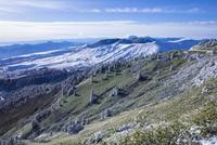 初冬の渋峠と草津白根山 25222015192  写真素材・ストックフォト・画像・イラスト素材 アマナイメージズ