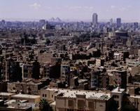市街とピラミッド