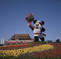 花の天安門と広場のパンダ像 25242008000| 写真素材・ストックフォト・画像・イラスト素材|アマナイメージズ