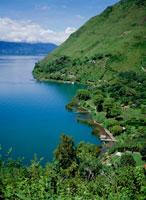 アティトラン湖とサンタクルス村