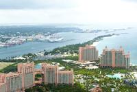 上空よりナッソー(バハマ)のリゾートエリアの風景