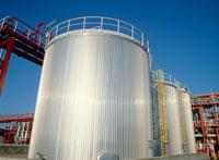 化学工場の貯蔵タンク