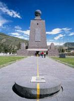 赤道記念碑 25356000614| 写真素材・ストックフォト・画像・イラスト素材|アマナイメージズ