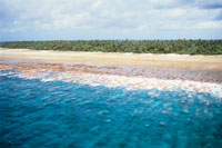 マジュロ環礁の外海側 25356001149| 写真素材・ストックフォト・画像・イラスト素材|アマナイメージズ