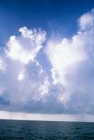 雲と海 25356001542| 写真素材・ストックフォト・画像・イラスト素材|アマナイメージズ