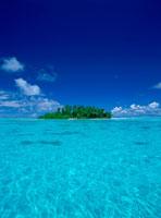 青空と青い海 25356001674| 写真素材・ストックフォト・画像・イラスト素材|アマナイメージズ