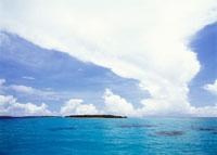 雲と島 25356001684| 写真素材・ストックフォト・画像・イラスト素材|アマナイメージズ
