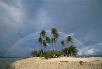 ジープ島にかかる虹 トラック諸島