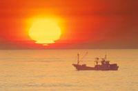 漁船と朝日 宗谷岬