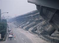 阪神大震災後の高速道路 25378014012| 写真素材・ストックフォト・画像・イラスト素材|アマナイメージズ