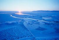 バイカル湖氷と夕日