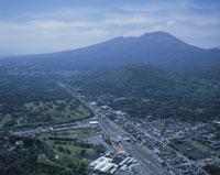 軽井沢駅周辺より望む浅間山