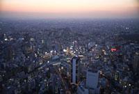 夕景の渋谷駅周辺 25397005023  写真素材・ストックフォト・画像・イラスト素材 アマナイメージズ