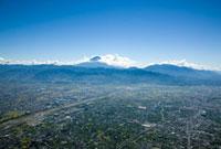 南アルプス市より甲府盆地と富士山