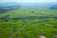 越後平野(加治川より中条方面)中央は日本海沿岸東北自動車道