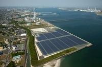 メガソーラーたけとよ発電所と中部電力武豊火力発電所