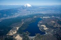箱根山芦ノ湖より富士山周辺 空撮