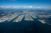 広島港より広島市街地 空撮 25397010397| 写真素材・ストックフォト・画像・イラスト素材|アマナイメージズ