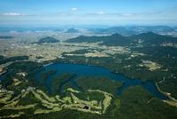 満濃池より讃岐富士と瀬戸内海方面 空撮