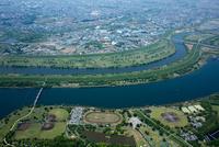 荒川と彩湖、彩湖グリーンパークの運動施設周辺