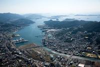長崎駅周辺より長崎港 25397012307| 写真素材・ストックフォト・画像・イラスト素材|アマナイメージズ