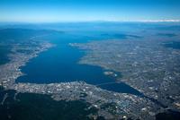 大津市(大津駅周辺)より琵琶湖全景(高度3,500m)日本最大湖 25397012411| 写真素材・ストックフォト・画像・イラスト素材|アマナイメージズ