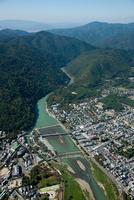 嵐山(桂川,渡月橋より嵐山方面)