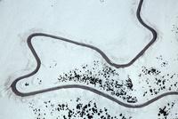 立山黒部アルペンルート(立山有料道路)芦峅寺付近と観光バス,雪の大谷