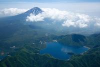 本栖湖付近より富士山