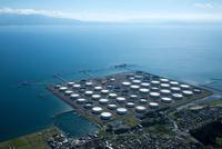 喜入石油備蓄基地 (Jx日鉱日石石油基地)と鹿児島湾