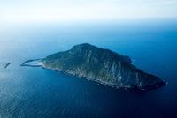 沖ノ島と玄界灘 25397014262| 写真素材・ストックフォト・画像・イラスト素材|アマナイメージズ