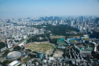 国立競技場建て替え現場(更地状態)周辺より赤坂,東京駅方面 25397014518| 写真素材・ストックフォト・画像・イラスト素材|アマナイメージズ
