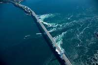 鳴門の渦潮(鳴門海峡)と大鳴門橋