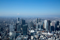 新宿駅,新宿西口の高層ビル群より富士山