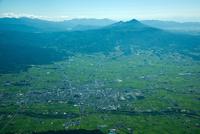 喜多方の街並みより磐梯山(会津盆地)