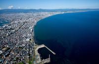 函館市街地と津軽海峡の海岸線