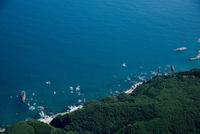 小袖海岸の海岸線と岩場