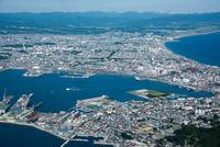 函館湾(函館ドック)より函館市街地方面