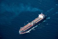 ガスタンカー(津軽海峡を通過中)