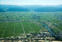 庄内平野(宮内より南鳥海方面)中央は日向川
