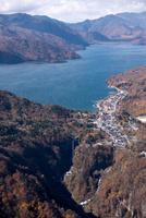 紅葉の華厳の滝周辺より中禅寺湖