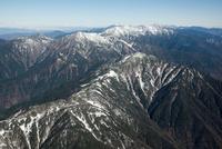 明石山脈(南アルプス)の山並み(茶臼岳から聖岳、赤石岳、荒川岳方面