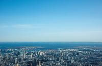 青空と東京の街並み(品川,大井町より東京湾方面)