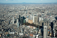 新宿のビル群より筑波山(関東平野)