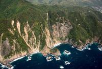 伊豆西南海岸の岸壁 25397016580| 写真素材・ストックフォト・画像・イラスト素材|アマナイメージズ