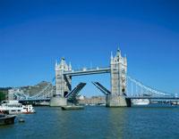 タワー・ブリッジ ロンドン イギリス 25410013451| 写真素材・ストックフォト・画像・イラスト素材|アマナイメージズ