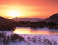 夜明けの裏磐梯小野川湖